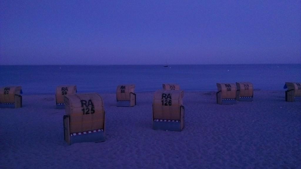 Blaue Stunde am Strand von Burgtiefe
