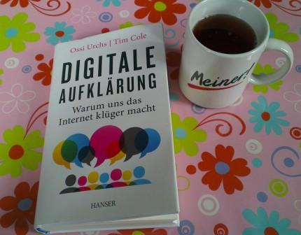 Das Buch und eine Kaffeetasse