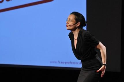 Elisabeth auf der Bühne der TedX