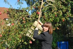 Britta Freith im Garten