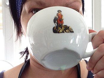 Heidi trinkt Kaffee