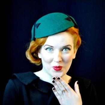 Marina mit Hut