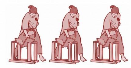 Drei Frauen zerschlagen Holzbretter