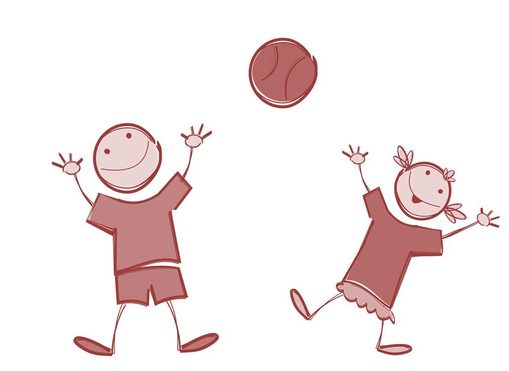Kinder spielen mit einem Ball