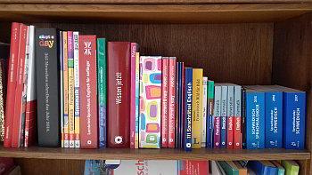 Gesas Bücherschrank
