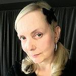 Miss Tula Trash Portrait - klein