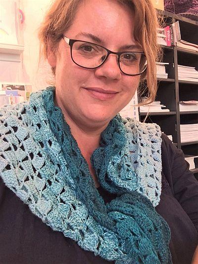 Britta Janzen mit selbstgestricktem Schal