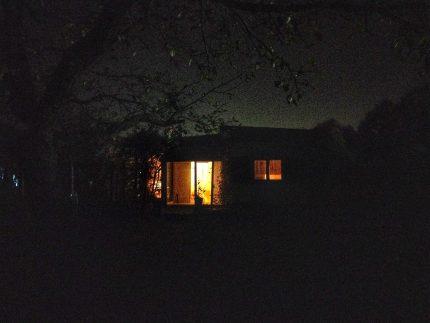 Das Gartenhäuschen im Dunkeln